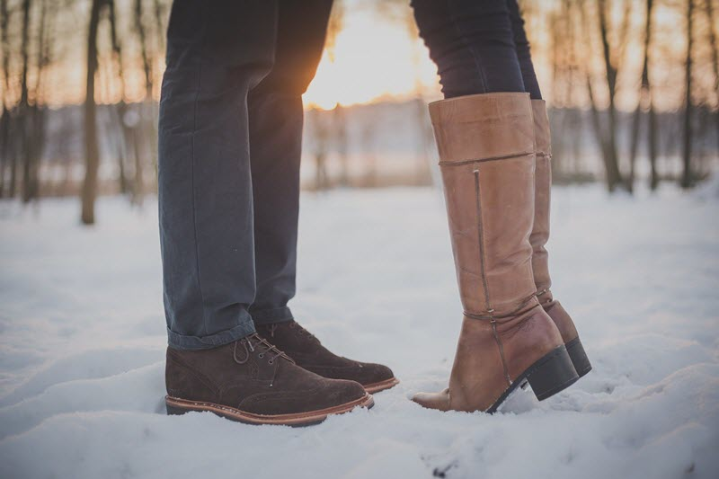 Leather boots - kissing couple